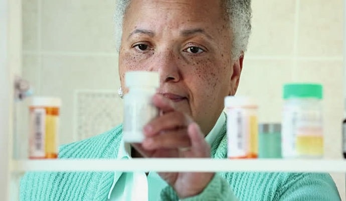 Tips for Choosing the Safest Over the Counter Painkillers for Seniors
